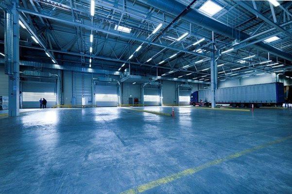 Eclairage d'un entrepôt industriel